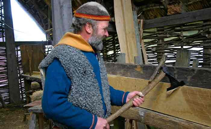 Image - Viking Center at Ribe - Anders, a local viking uses an ancient apse to carve some wood