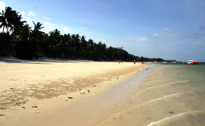 Image - Kenya beach: The coastline either side of Mombasa is one long stretch of sand and palms