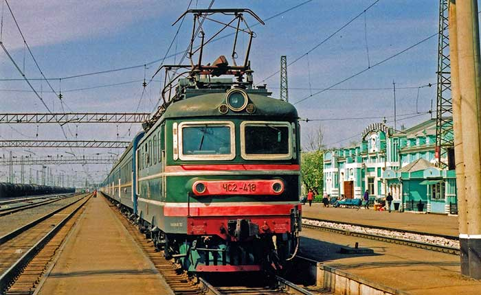 Image - The Trans-Siberian train at Nazyvaevskaya station