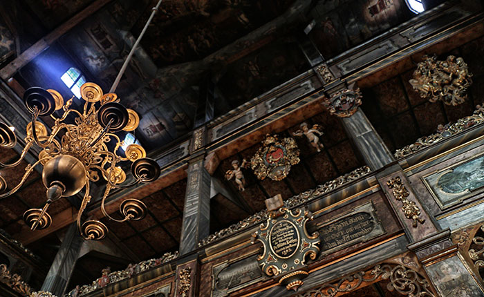 Image: Swidnica Peace Church - the interior is a feast of extravagant carvings.